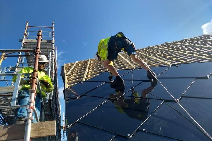 Taktekking med solceller