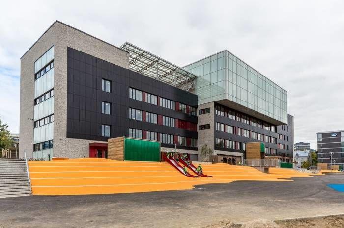 Undervisningsbygg er blant dem som skal fortelle om sine erfaringer. Bildet viser Brynseng skole, et FutureBuilt-prosjekt med solcellefasade på 1046 m². Foto: Tove Lauluten