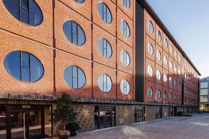 Hotell Ottilia, hvor vi skal bo mens vi er i København er i Carlsbergbyen og er kjent som gamle Carlsberg bryggeri. Her har det vært tenkt sirkulærøkonomi og bærekraft fra A til Å. Foto: Sasha Maslov
