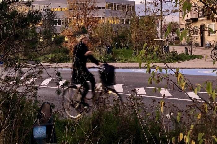Klimakvarter Østerbro er Københavns første klimatilpassede bydel, og er et av prosjektene du får høre mer om på frokostmøtet. Her Skt. Kjelds Plads, SLA Landskabsarkitekter. Foto: FutureBuilt