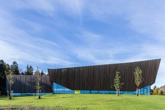 Holmen svømmehall er kåret til Årets bygg. Foto: Tove Lauluten