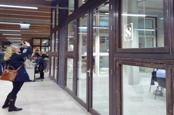 Brukte vinduer kan f.eks flyttes fra yttervegg til innervegger med lavere U-verdi krav. Fra Circl, Utrecht. Foto: Anne Sigrid Nordby