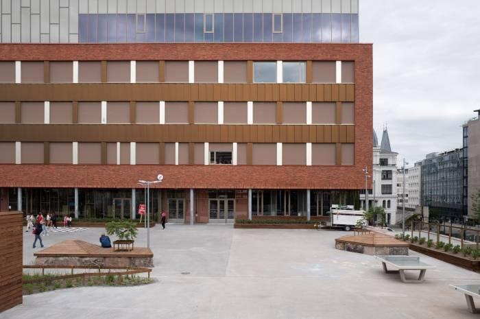 Ruseløkka skole er et nær nullenergi-prosjekt med ekstremlavkarbonbetong og ombrukstegl. Foto: Espen Dahl/Arkitektkontoret Gasa