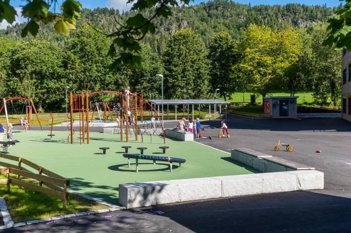 Rykkinn skole - skoleplass Foto Tove Lauluten